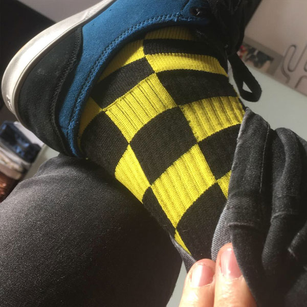 Calcetin-Amarillo-Negro-cuadros-Skate-Socks-Race