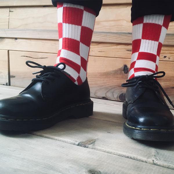 Calcetin-Rojo-Blanco-cuadros-Skate-Socks-Race-Conflict